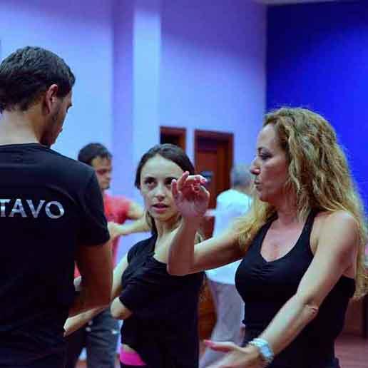 Profesora Latinnova Escuela Baile